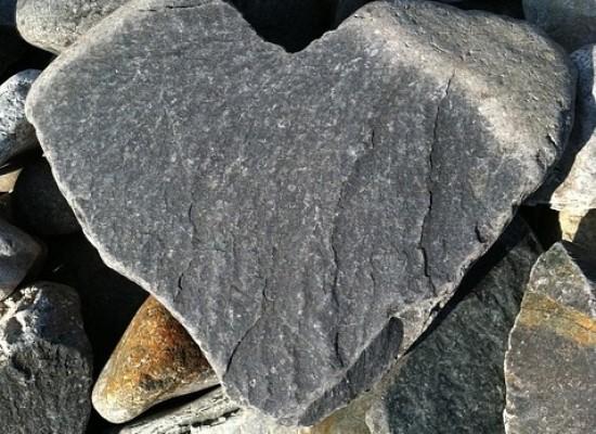 Kivi peittää sydämeni