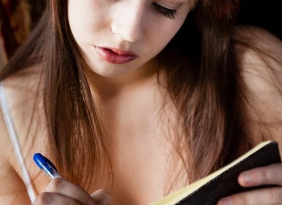 Kynälläni kirjoitan